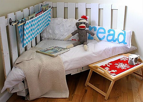 Corner reading chair for kids made from wood pallets!