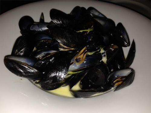 Blue cheese mussels (cambozola, leeks, black pepper) - $16