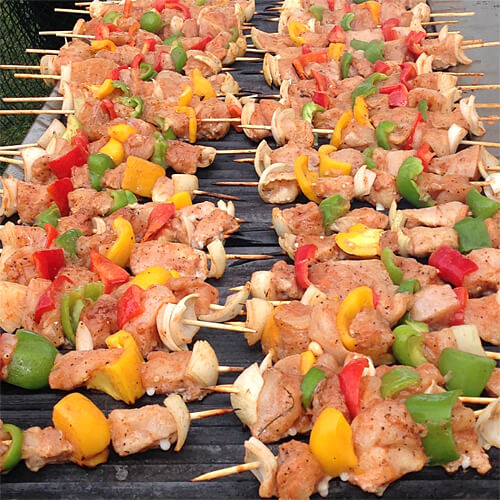 The most delicious chicken and veggie shish kebabs from Sudan, put on the grill early in the morning!