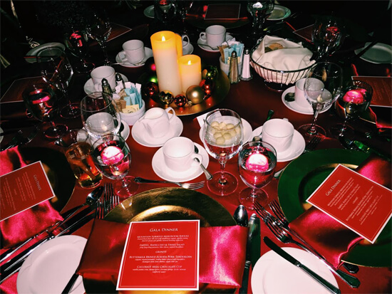 Fantastic table settings at Christmas in November!