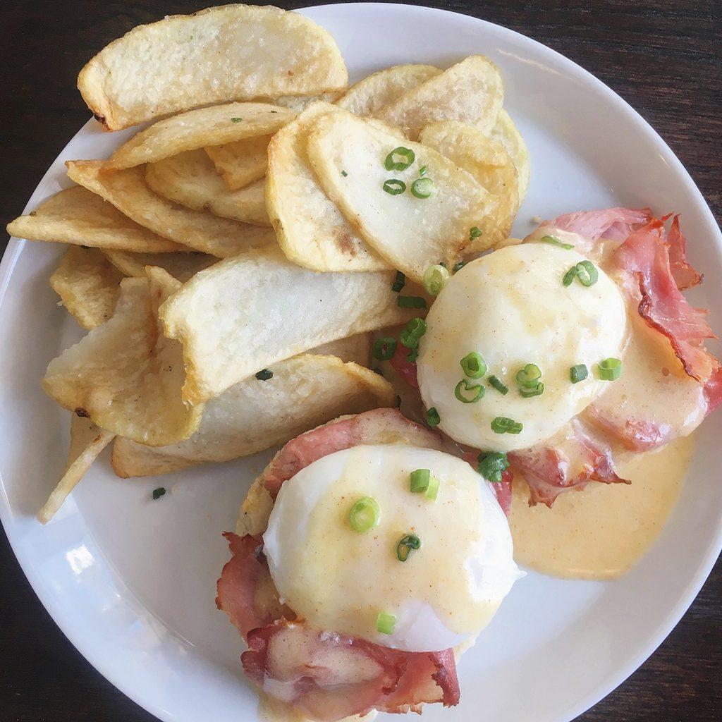 Bundok Edmonton - Eggs Benedict Brunch