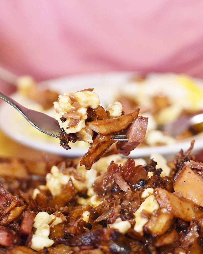 What to do in Montreal - Montreal Travel - Quebec - Tourism - La Banquise Poutine