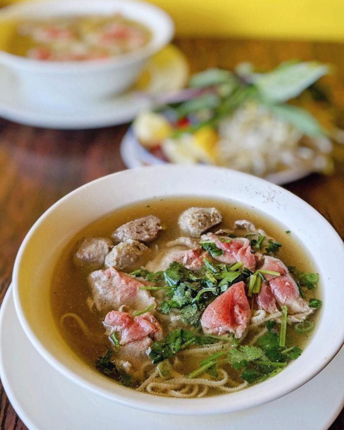 Food Crawl - 4 Places to Eat in Edmonton Chinatown - Vietnamese Pho Noodle Soup