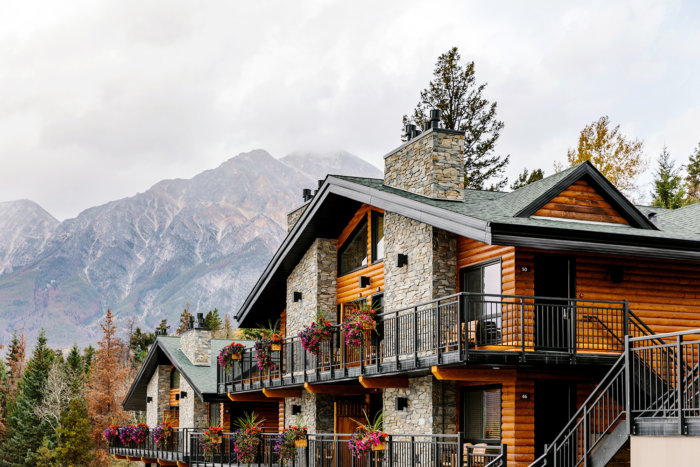 Maligne Lake Wilderness Kitchen - Pyramid Lake Resort - Pursuit Banff Jasper Collection - Tourism Jasper - Explore Alberta