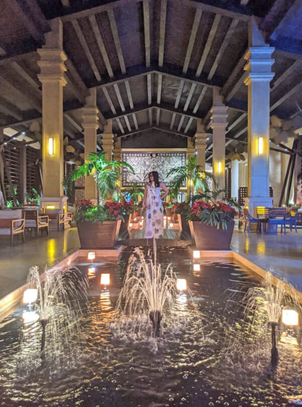 Dreams Riviera Cancun - Instagrammable Photo Op Spots - Places to Take a Picture - Mexico - Lobby Water Feature