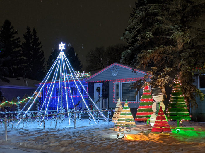 Free Festive Outdoor Light Experiences - Christmas Lights - Edmonton Area - Candy Cane Lane